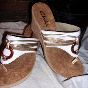 clarks size 6 M womans shoe sandal white cork gold